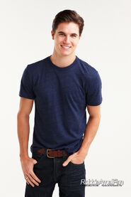 Robbie Amell 118
