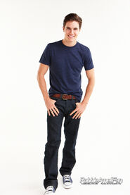 Robbie Amell 100