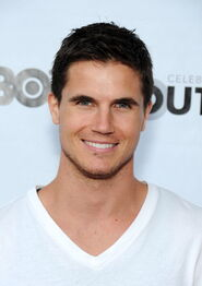 Robbie Amell 185