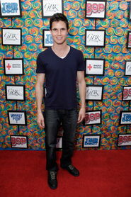 Robbie Amell 183