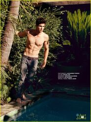 Robbie Amell 156