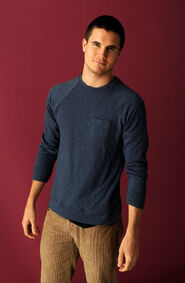 Robbie Amell 008