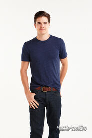Robbie Amell 126