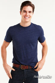 Robbie Amell 105