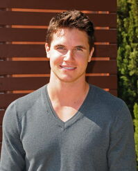 Robbie Amell 158