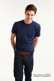 Robbie Amell 138