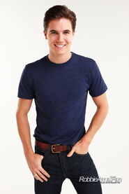 Robbie Amell 106