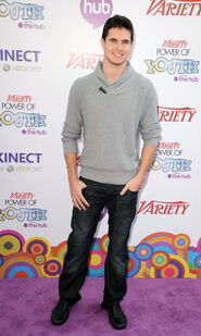 Robbie Amell 162