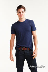 Robbie Amell 132