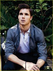Robbie Amell 150