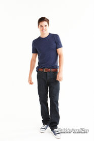 Robbie Amell 077