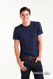 Robbie Amell 113