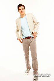 Robbie Amell 042