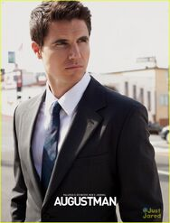 Robbie Amell 147