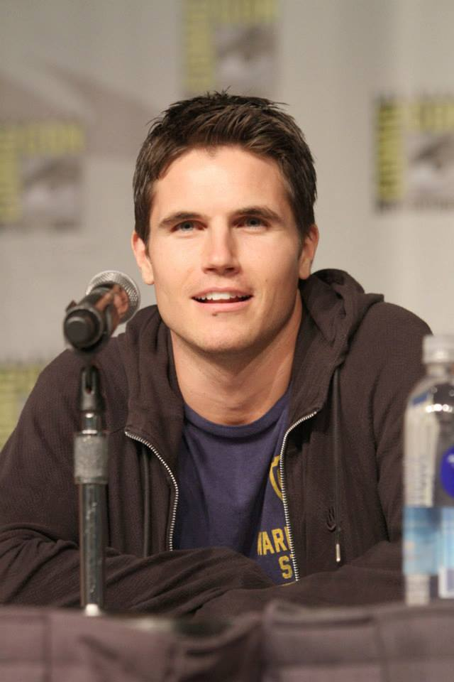 ROBBIE AMELL - The Tomorrow People AUTOGRAPH Signed 8x10 ...