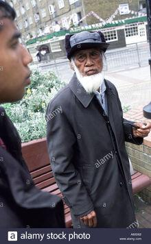 Elderly-bangladeshi-man-speaks-with-a-tower-hamlets-street-warden-A63D62