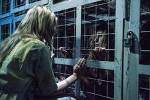 The-100-season-1-episode-3-Clarke-cage-Anya