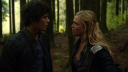 1x05-Twilight-s-Last-Gleaming-bellamy-and-clarke-the-100-37241516-1916-1076