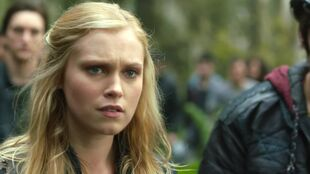 1x01-Pilot-bellamy-and-clarke-the-100-37232281-1916-1076