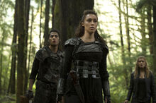 The-100-season-2-episode-10-Lexa-Grounder-Clarke