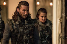 Roan-and-ontari-arrive-the-100-season-3-episode-9