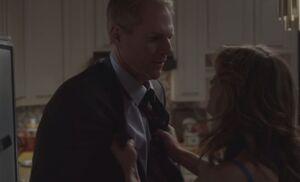 S01E11-Sandra grabs Stan