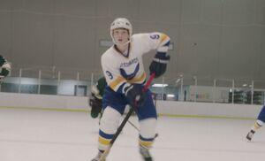 S06E01-Henry hockey