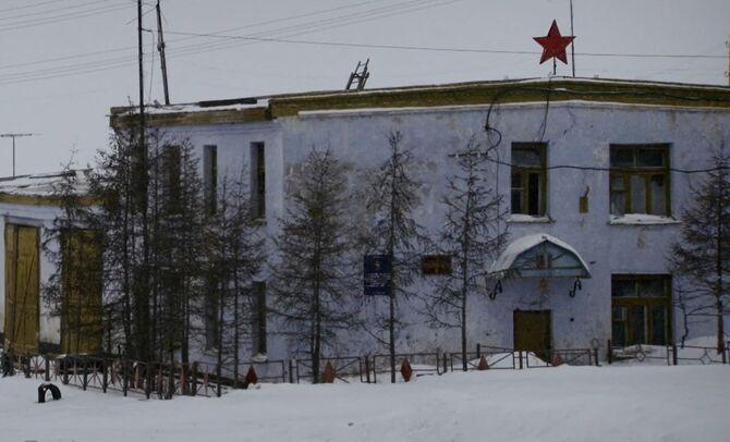 S02E08-Soviet research facility