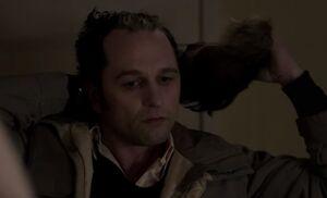 S03E12-Clark removes hair