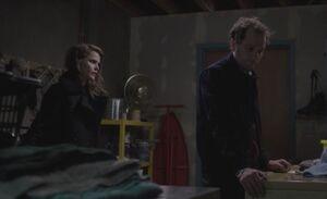 S04E02-Liz Phil laundry room