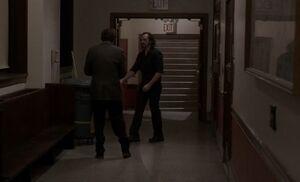 S02E07-Duluth Phil hallway