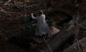 S01E04-Liz weapons cache