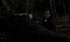 S01E04-Philip sends message