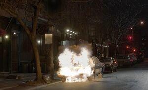 S01E08-Car explodes