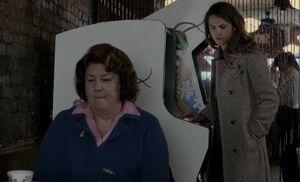 S01E12-Claudia Liz arcade