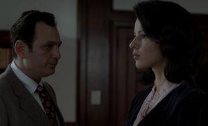 S01E13-Arkday warns Nina