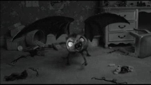 Vampire Cat Scares Queen of Hearts