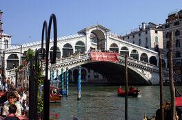 1024px-Venezia Rialto 0620
