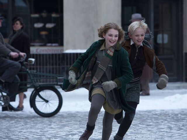 File:The-book-thief-sophie-nelisse-nico-liersch.jpg