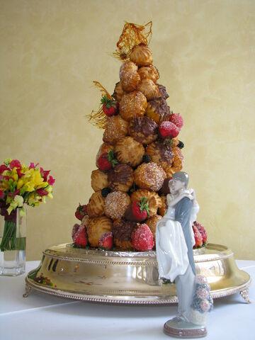 File:Croquembouche wedding cake.jpg