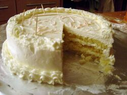 Génoise cake with buttercream frosting