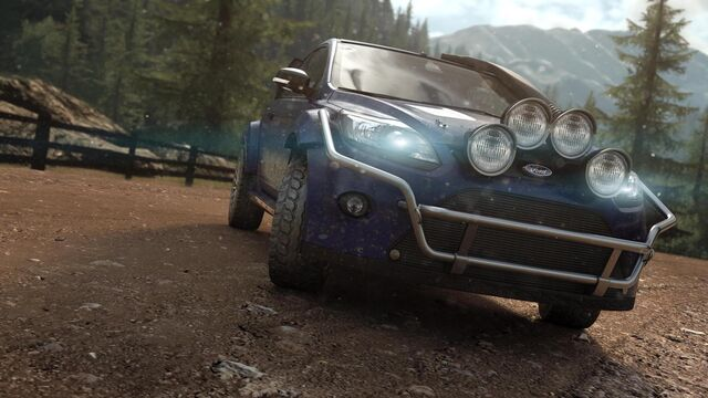 File:Ford Focus RS 2010 Dirt 2.jpg