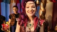 """Genie in a Bottle"" Dance Moves Disney Descendants"