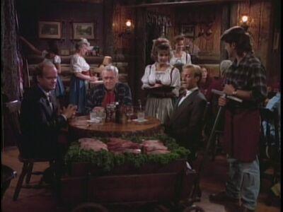 1x03-Dinner-at-Eight-frasier-15688702-720-540