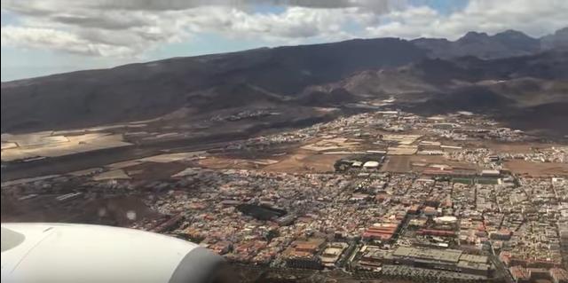Screenshot-2018-4-6 Norwegian 737-800 landing to Gran Canaria Airport - YouTube