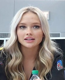 File:220px-Natalie Alyn Lind at New York Comic Con 2017.jpg