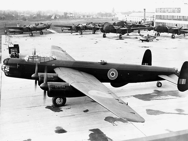 File:Avro Lincoln ExCC.jpg