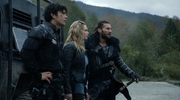 The 100 S4 episode 6 -Bellamy,Roan & Clarke