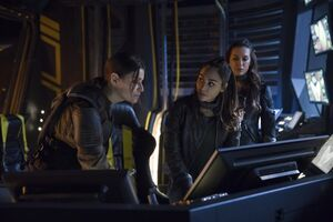 The 100 Season 5x7 - Raven, Echo and Charmaine