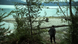 S3 premiere (part 1) - Murphy walks towards the beach after escaping the bunker